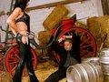 Daniela et ses gros nichons trombine un queutard dans une grange