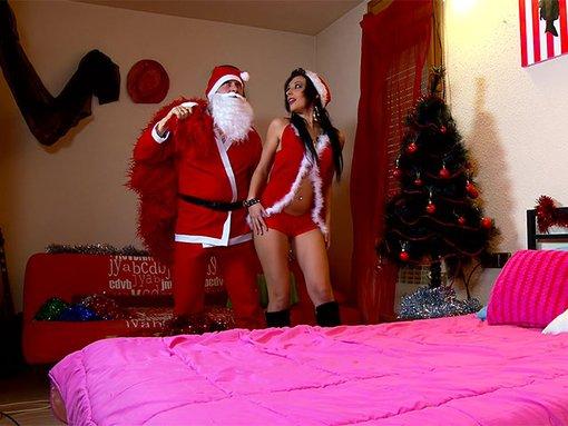 Le Père Noël fourre le cul de Mère Noël après s'être bourré la gueule