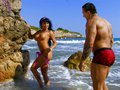 Jenny Hard et Rob Diesel s'emboitent sur un rocher