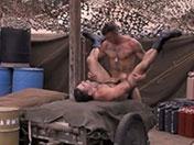 sexe Militaire bodybuildé qui aime la bite