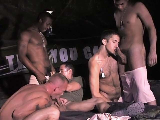 Orgia in un accampamento di militari gay
