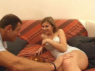 Video porno Échecs et ramonage d'une blondinette