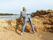 Shooting et casting porno d'une MILF blonde en bord de plage