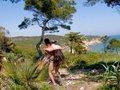 Le roi de la jungle ibérique trombine sa femelle sur des galets