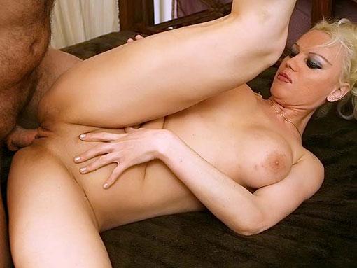 Femme mûre en manque d'anal