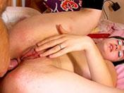 Jeune rebelle se fait décalquer le cul