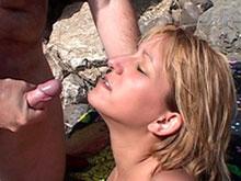 Milf blonde baisée dans une crique