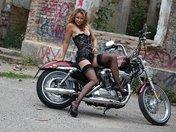 sexe Alexia enfourche sa moto