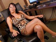 Carla la stripteaseuse belge débutante se fait déboiter la rondelle