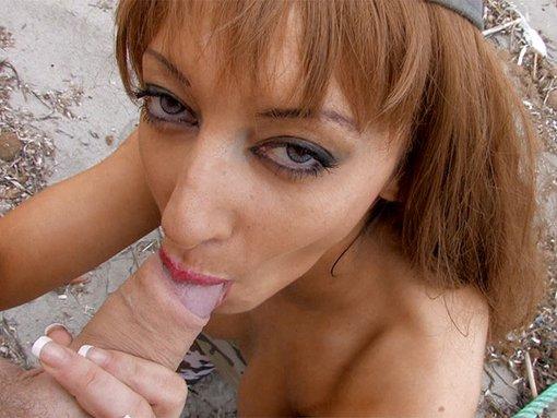 Angelina la beurette caporal des plages pompeuse addict
