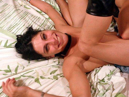 Deux founes lesbiennes se partagent la teub de terry