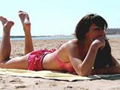 Petite pétasse de plage enculée sans pitié