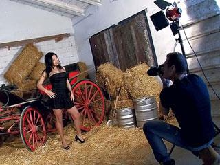 Video porno Latina bien chaude à fourrer sur une calèche