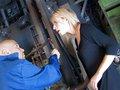 Patronne blondasse pas contente se fait démonter le fion par son ouvrier