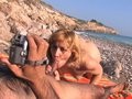 telecharger porno Martina la MILF exhibitionniste qu'on culbute sur une serviette de plage