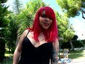 Mey Max la débutante aux cheveux rouge rondement jolie