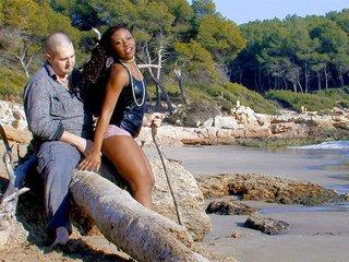 Téléchargement de Nancy Love la jolie black qui aime forniquer sur les plages
