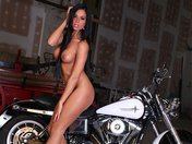 Films Adulte gratuit Astrid la stripteaseuse � la moto