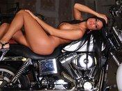 Telecharger Porno gratuit Astrid la stripteaseuse � la moto