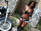 T�l�charger porno Isabella sur sa grosse Harley