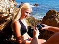 Sirène blonde se fait torpiller l'anus