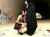 Petite beurette se fait baiser dans un tunnel