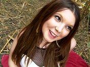 Angela la brunette angélique qu'on tronche dans un champ de bambou