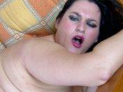 Big Janett écrabouille la tronche de Terry avec son gros cul