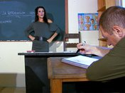 Samia la prof de sexualité passe à la pratique