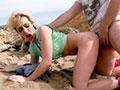 video de sexe Il nique une meuf à gros seins sur une plage