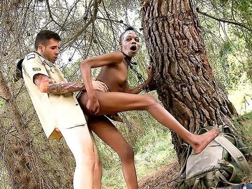 Salope de la jungle pour Kevin l'aventurier