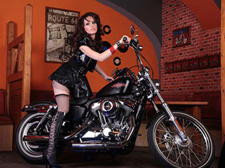Free Porn Beautiful brunette is on watch on her Harley