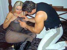 Priscilla dégorge la teub d'Atila avec ses gros nichons