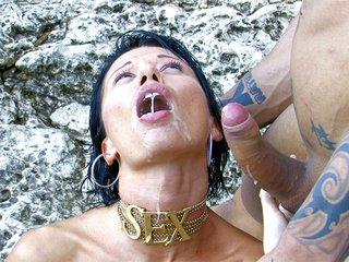 Mademoiselle Justine si fa trombare in una spiaggia iberica