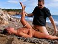 Blonde grasouillette enculée et spermifiée à la plage