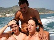 porno Gratuit 2 salopes pour une turlutte en bateau