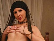 Brunette tressée se fait sodomiser