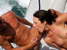 2 salopes pour une turlutte en bateau