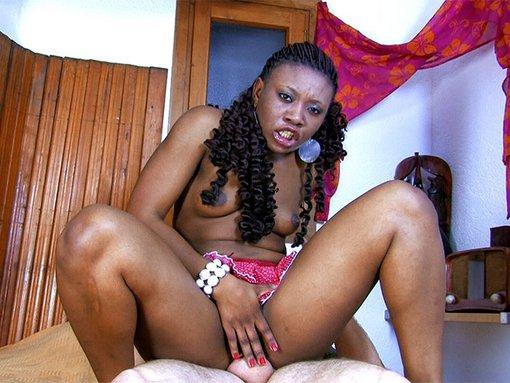 Nancy Love, la latina black qu'on tronche sur un lit
