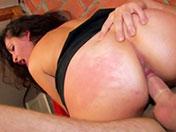 Fille moche prète à tout pour se faire baiser