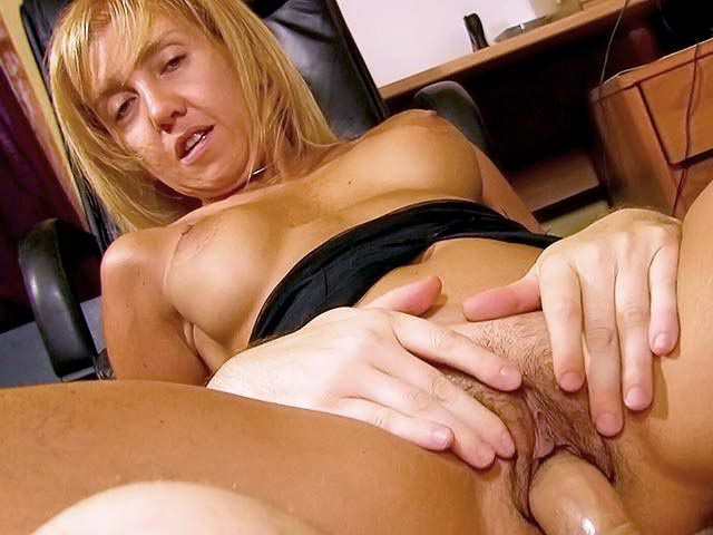 Big facial for mature sodomite