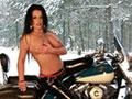 Martina et sa grosse Harley