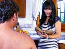 Bella casalinga si fa trombare nella sua cucina