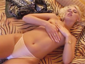 ¡¡¡Tiffany Hopkins exhibiendose en su jardín !!! sexo video