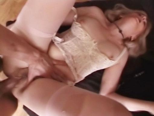 Mamie se fait défoncer ! video sexe