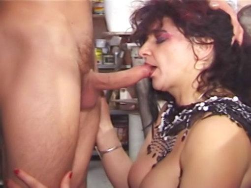 Mamie vieille salope ! video sexe