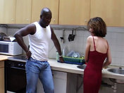 Joachim Kessef encule une amatrice brune dans sa cuisine !