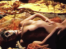 Vidéos de sexe soft: Ingrid, masquée, nue sur son lit :-).