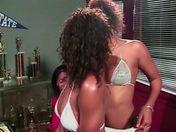 Dos estudiantes negritas perversas violan su profe! videos porno