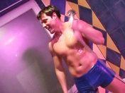 Salle de bains, savon, deux gars... la suite vous connaissez ;-) x video gay